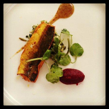 Los Laureles: Mackerel with beetroot