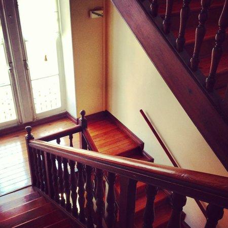 La Maison du Lierre : Escalier à l'ancienne
