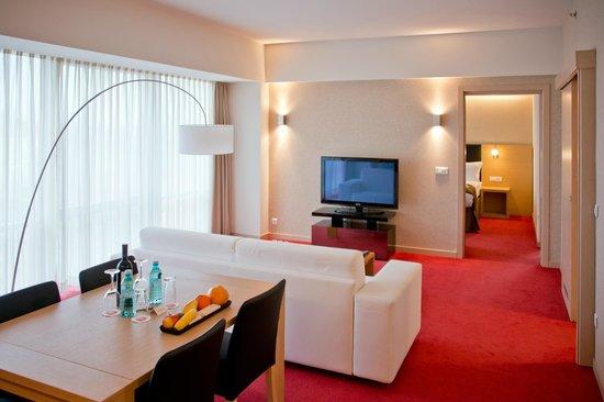 Ramada Oradea: Suite Livingroom