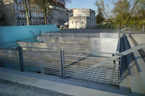 Mémorial de l'Abolition de l'Esclavage : Mémorial et capitainerie du port de Nantes