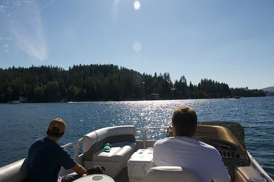 A Day at the Lake: Cruising in style on the Pontoon