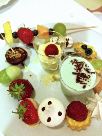 Hotel Du Lac: Special desert after Sunday BBQ