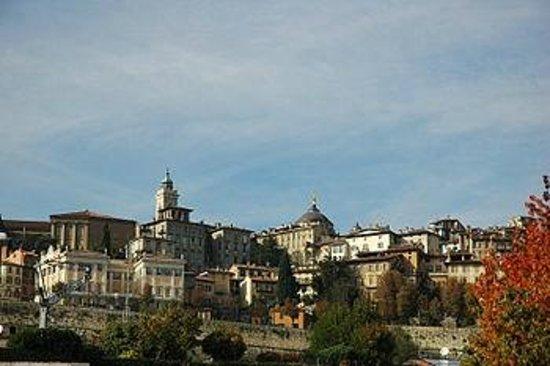 La Città Alta: panorama da città bassa