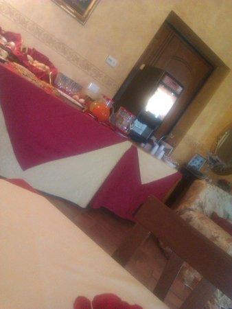 Hotel Antica Locanda della Francigena : dettaglio tavolo colazione