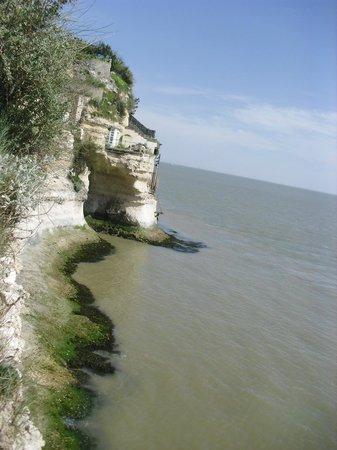 Grottes de Regulus et des Fontaines : falaise