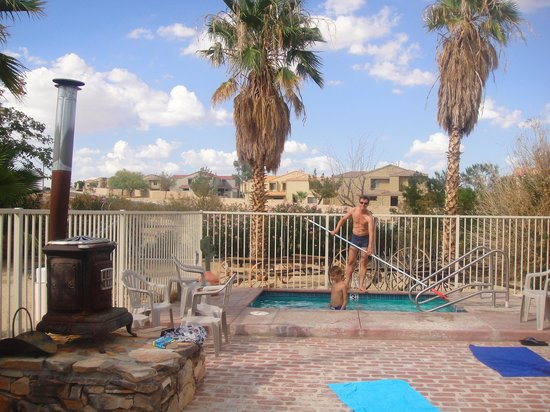 Sunnyvale Garden Suites Hotel - Joshua Tree National Park: Jacuzzi