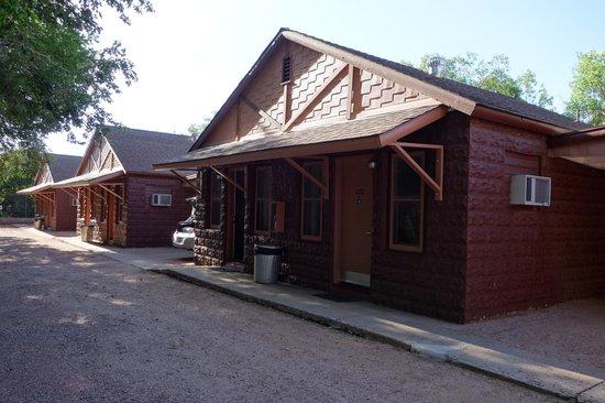 Americas Best Value Inn Villa Motel: Our cabin