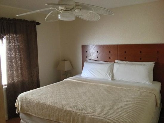 Palm Beach Oceanfront Inn: two bedroom suite (master)