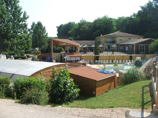 Camping l'Escapade : resto et piscine couverte chauffé