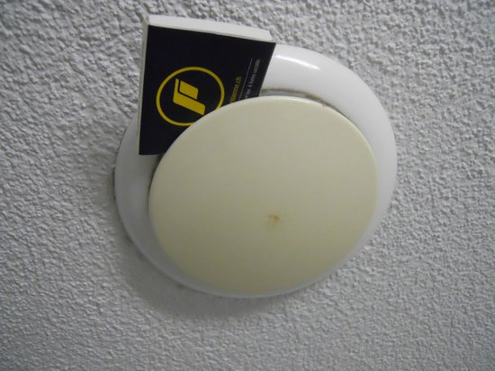 Hotel De la Paix: How to keep the vent open further...