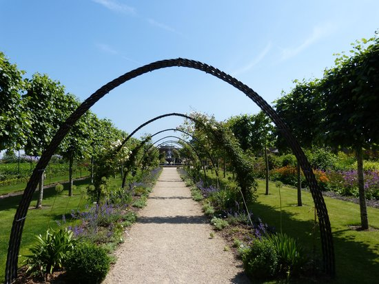 Bangor Castle Walled Garden: Path way