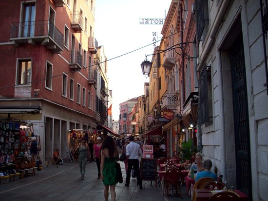 Hotel Atlantide: Street leading to the station and the hotel is located  just around the corner