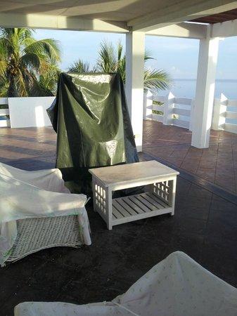 Casa Almarenzo Bed & Breakfast: Rooftop view and videoke area...