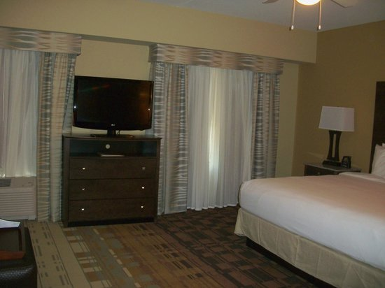 Homewood Suites by Hilton Coralville - Iowa River Landing: Clean, comfortable room