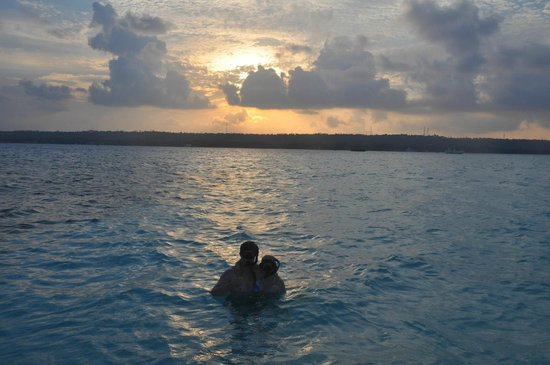 San Andres Diving & Fishing: snorkeling with the sting rays at sunset