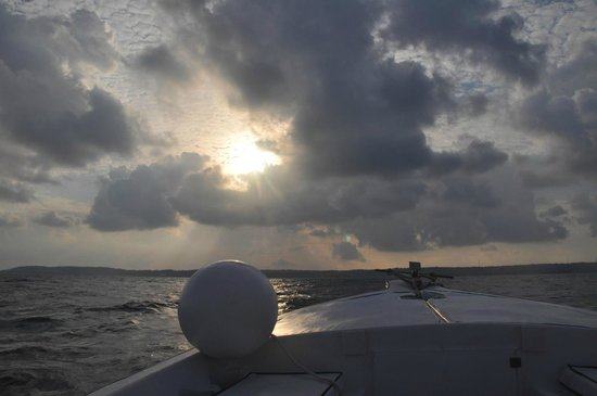 San Andres Diving & Fishing: Out on the ocean