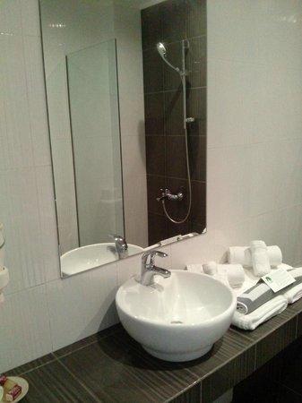 Hotel Perivoli : τμήμα του μπάνιου