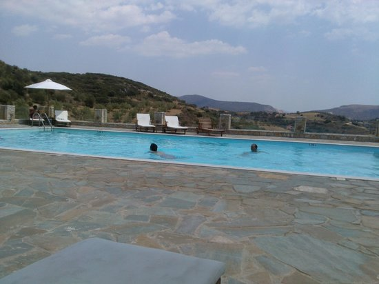 Hotel Perivoli : η πισίνα