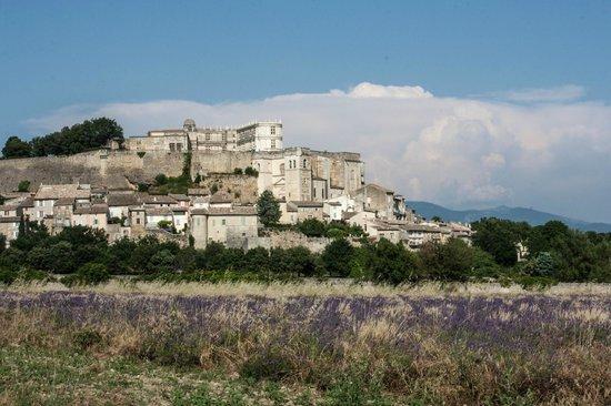 Le Clair de la Plume: Grignan, looking towards the chateau