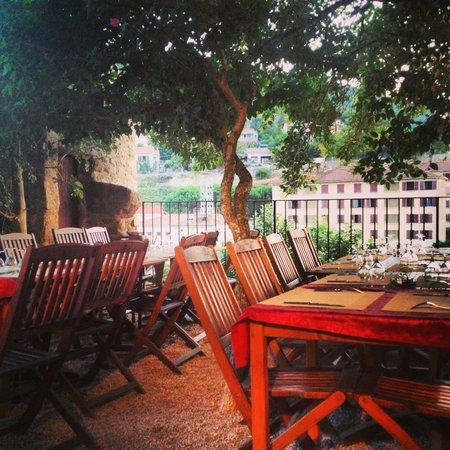 Le Jardin de l'Echauguette: terrasse