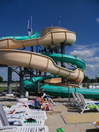 Monsoon Lagoon Water Park : 2 giant water slides