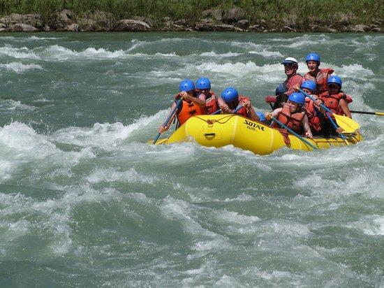 Kootenay Raft Co : On the river