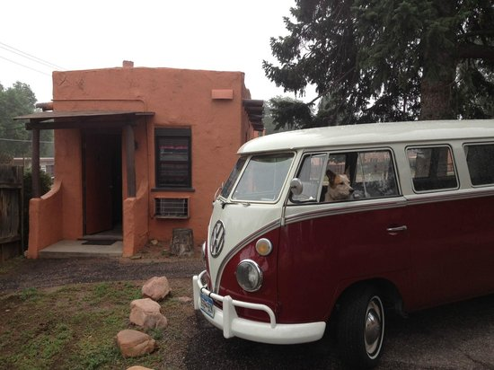 El Colorado Lodge: our cabin and Bus