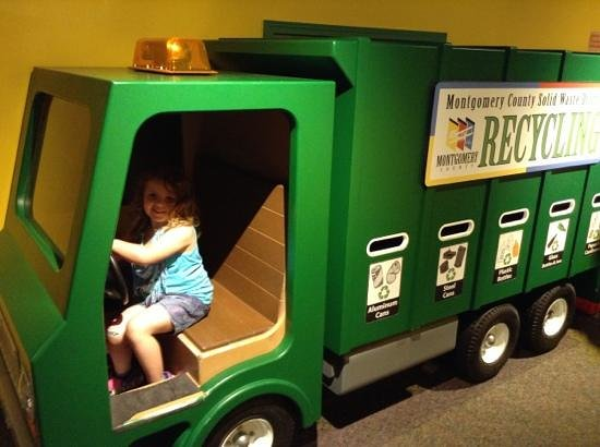 Boonshoft Museum of Discovery: Off to the recycle center.