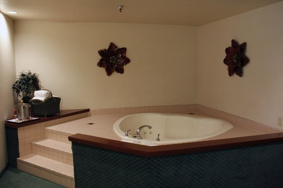 The Modesto Hotel : Heart Shaped Tub