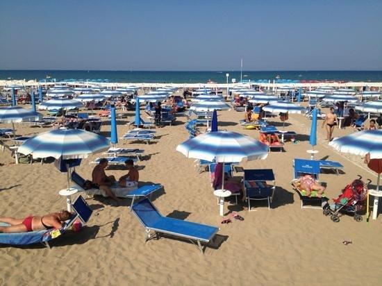 Riccione, Italia: veduta della spiaggia 129