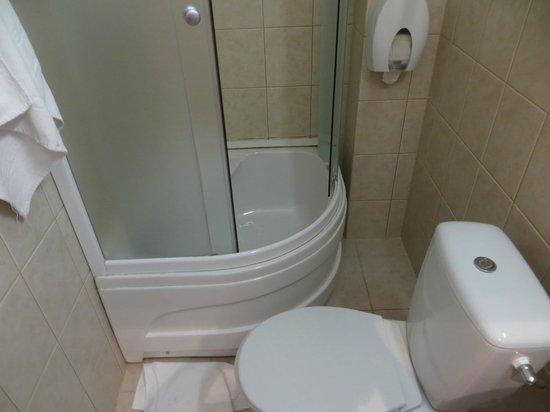 TOSS Hotel: Bathroom