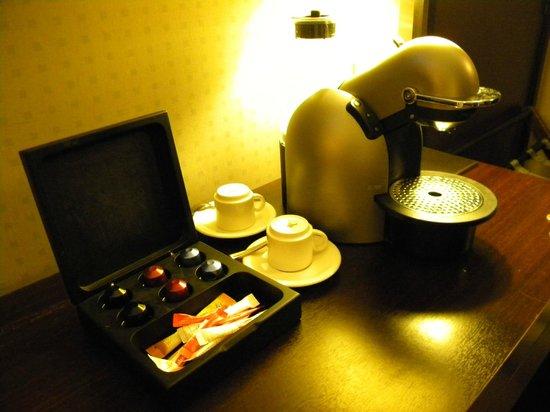 Radisson Blu Hotel, Paris-Boulogne : Pod coffee maker