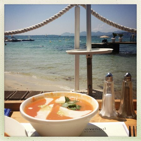 LE PROVENCAL BEACH : Gazpacho at the Provencal Beach