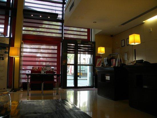 Radisson Blu Hotel, Paris-Boulogne : Front foyer