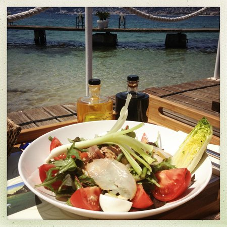Le Provencal Beach : Salade Niçoise from the Provencal Beach