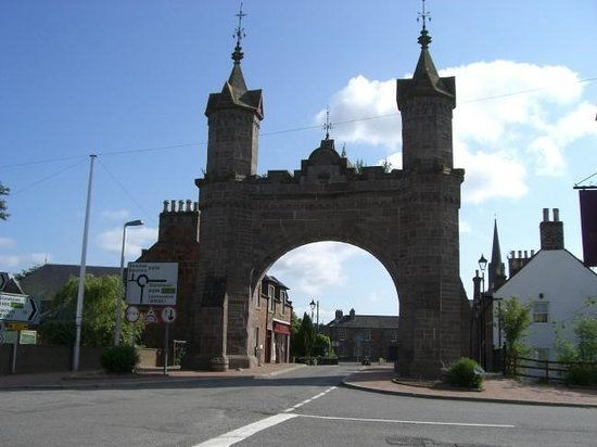 Ramsay Arms Hotel: The arch built for Queen Victoria in 1864