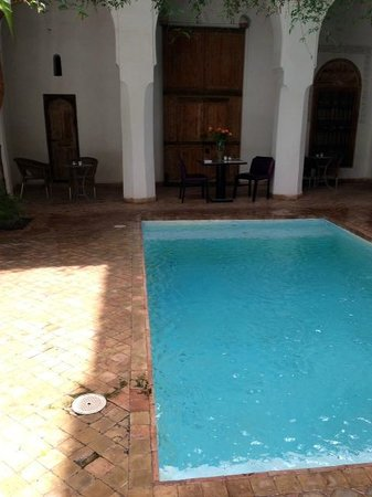 Riad Al Assala Medina: lovely pool and outside area