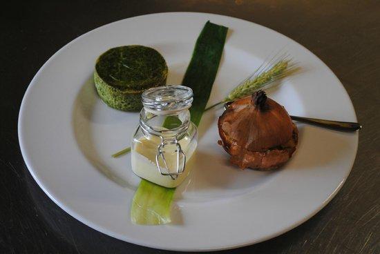Cascina Dani: cipolla bionda astigiana ripiena di verdure e sformato di fagiolini...