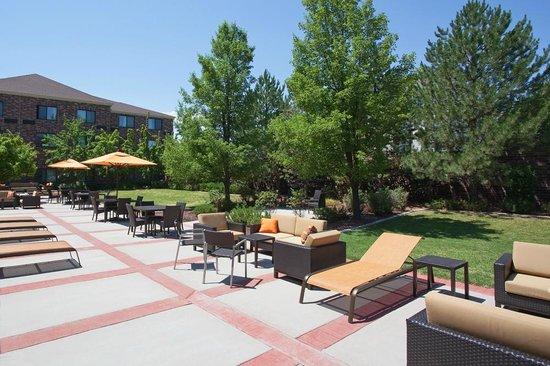Courtyard Salt Lake City Airport: Outdoor Patio