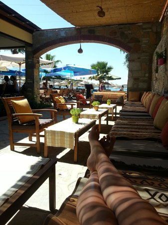 Toloman Hotel: Courtyard Area with Sea View