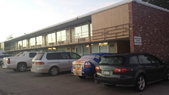 Norfolk Country Inn & Suites: Outside of property