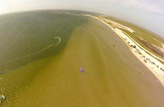 Worldwinds Windsurfing : Even the deeper-looking water is shallow (3-4 feet)