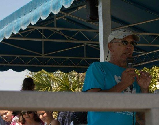 Florida Oceanographic Coastal Center: Volunteer at the fish tank