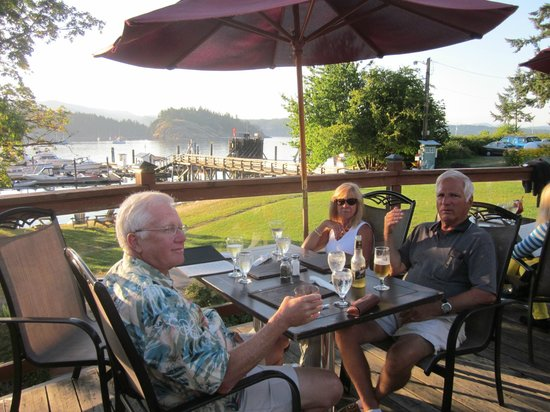 Herons Restaurant @ Heriot Bay Inn: On the deck at Herons Restaurant