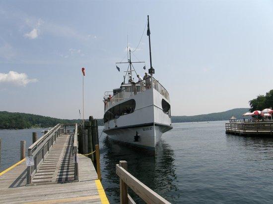 The M/S Mount Washington : Mount Washington docking.