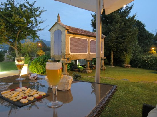 Vinotel 7 Uvas : cena en jardin