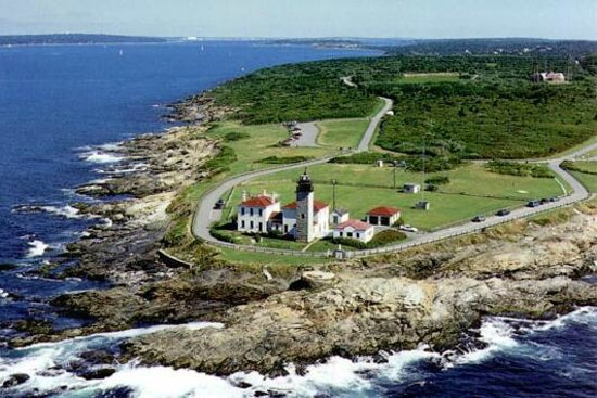 Beavertail Lighthouse and Park: Beavertail Point
