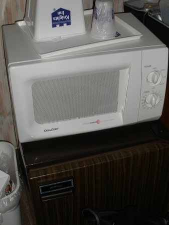 Western Inn Downtown: Microwave and Fridge