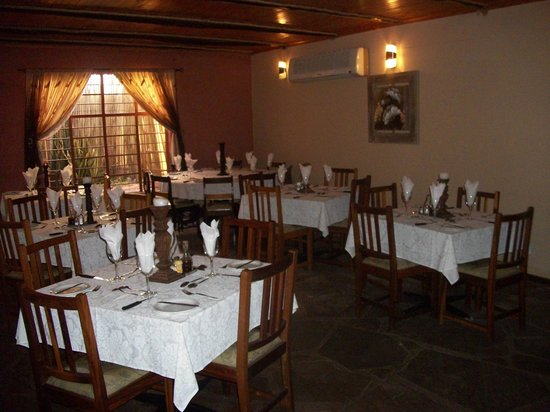 Stoney's Country Hotel: Cosy atmospher in dining room excellent food from A-le-Carte menu