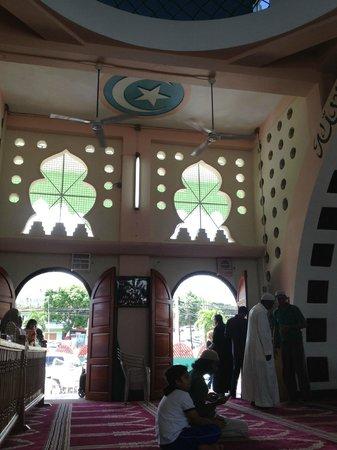 Mohammed Ali Jinnah Memorial Mosque: Inside